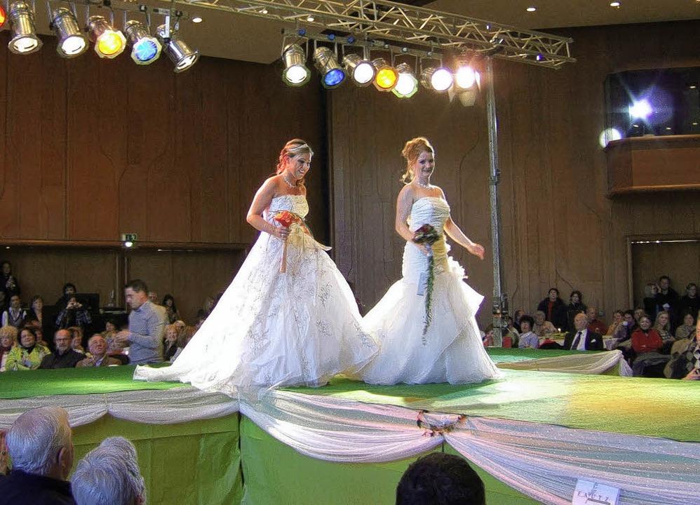 Bei der Hochzeitsmesse in Bad Krozinge...sich die Brautpaare viele Anregungen.   | Foto: Susanne MüllER