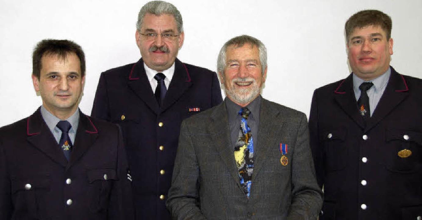 Bürgermeister Beck (2. von rechts) im Kreis der Feuerwehrchefs    Foto: piz