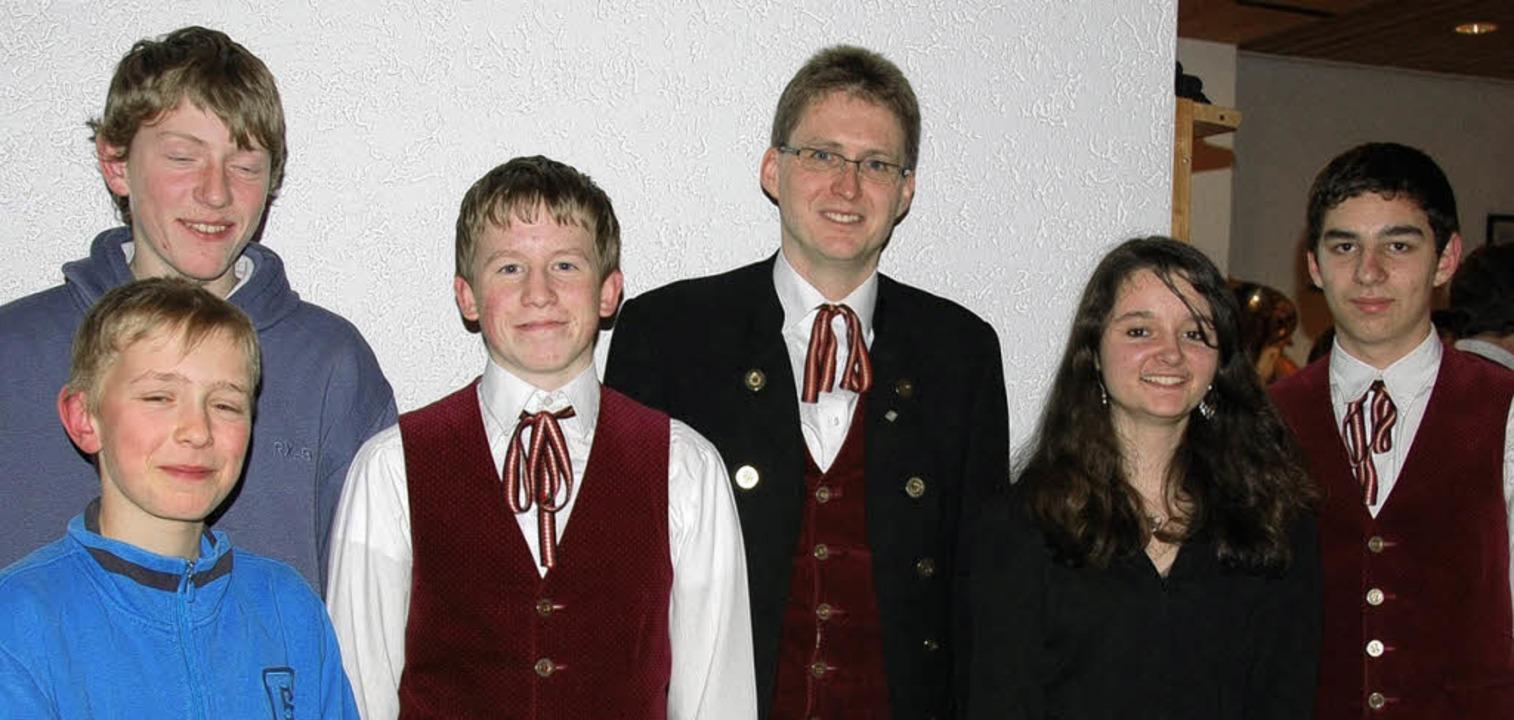 Kein Nachwuchsmangel herrscht beim Mus...der Marcus Stich (Mitte) gratulierte.     Foto: Christel Schuster-Stich