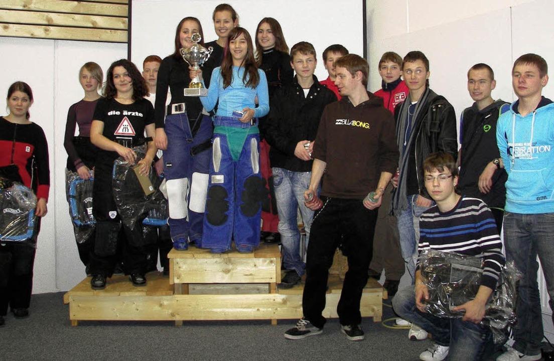 Die Besten  der Mannschaftswertung (vo...arissa Hege) und die  SG Gottmadingen     Foto: Privat