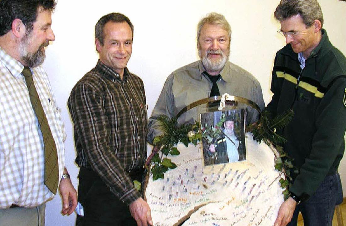 Forstleute und die geschenkte Baumsche...f,  Peter Marx und Frieder Dinkelaker   | Foto: Beathalter