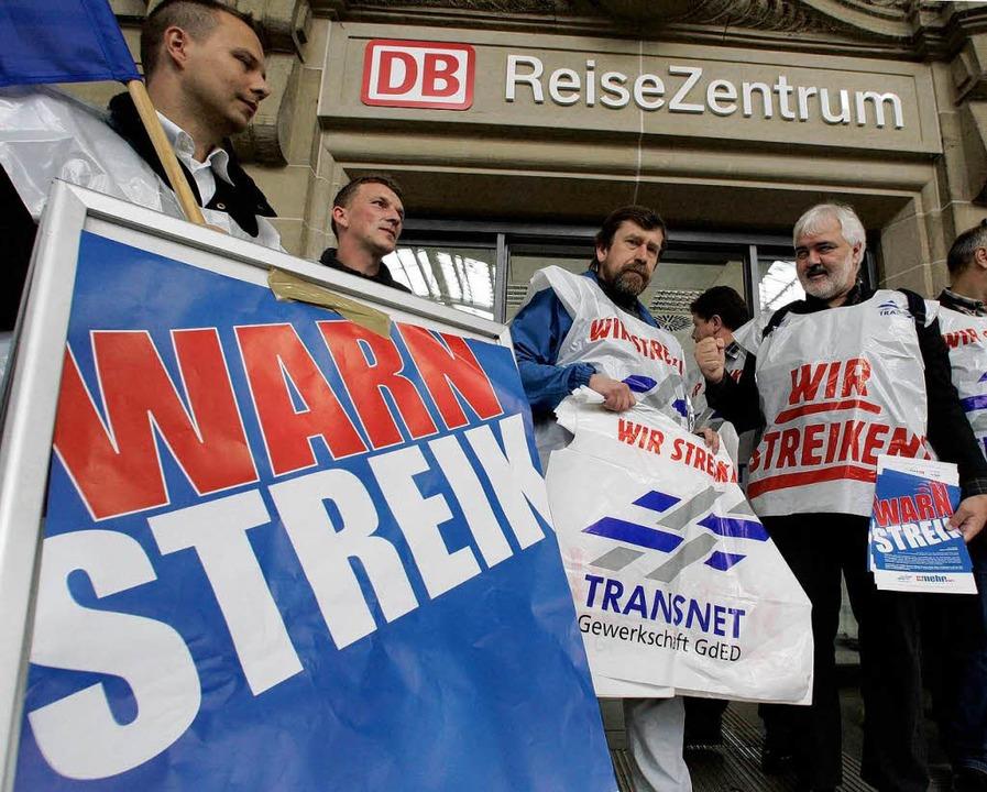 Archivbild vom Sommer 2007: Streikpost... Szenen könnten sich bald wiederholen.  | Foto: ddp