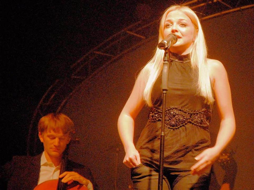 Annett Louisan beim Haslach-Konzert im November 2007, damals noch blond.  | Foto: Mark Petterson