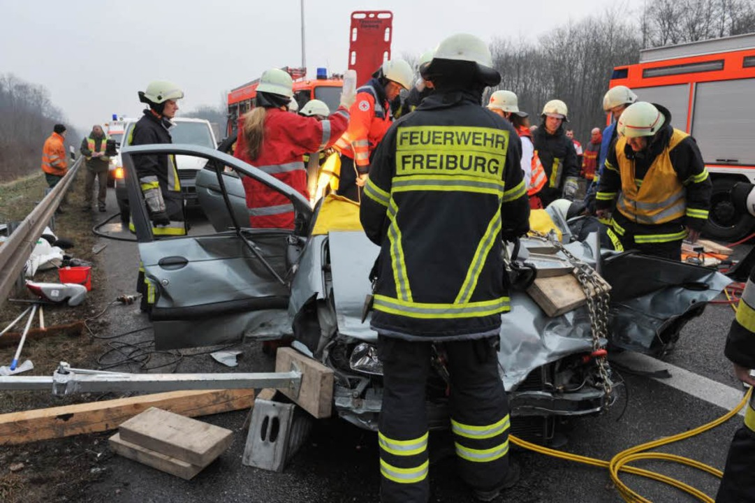 Freiburger Feuerwehrleute bei der Bergung.  | Foto: Patrick Seeger