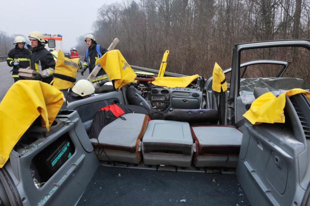 Dem Renault musste das Dach abgetrennt...nach draußen befördert werden konnten.  | Foto: Patrick Seeger