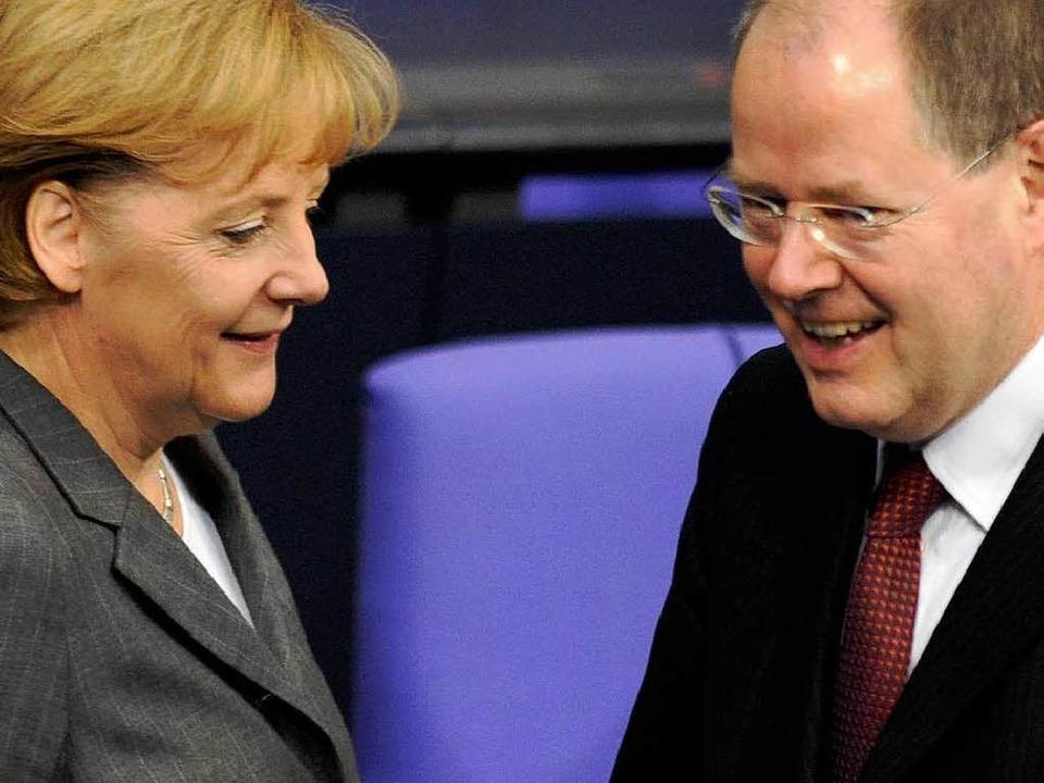 Zwei der Architekten des Konjunkturpaketes: Angela Merkel, Peer Steinbrück.  | Foto: dpa