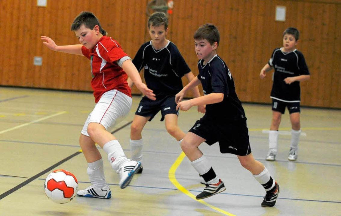 Nicht qualifiziert sind die E-Junioren...ch (in Rot) und FC Steinen-Höllstein.   | Foto: Meinrad Schön