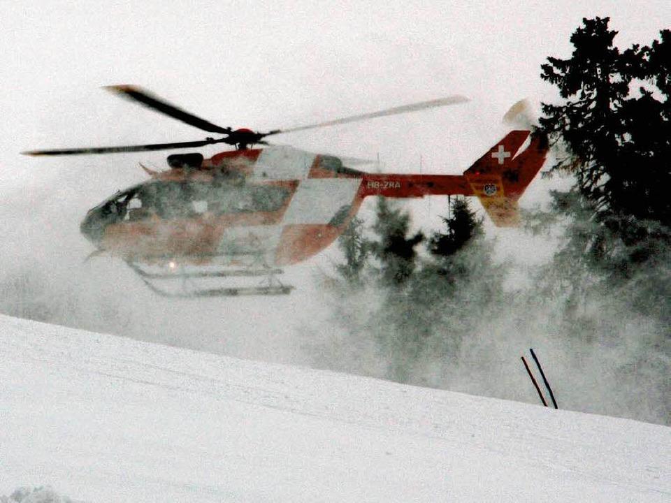 Rettung aus der  Luft:    Ein  junger ...ste  schwer verletzt geborgen  werden.  | Foto: Gerhard Herzog