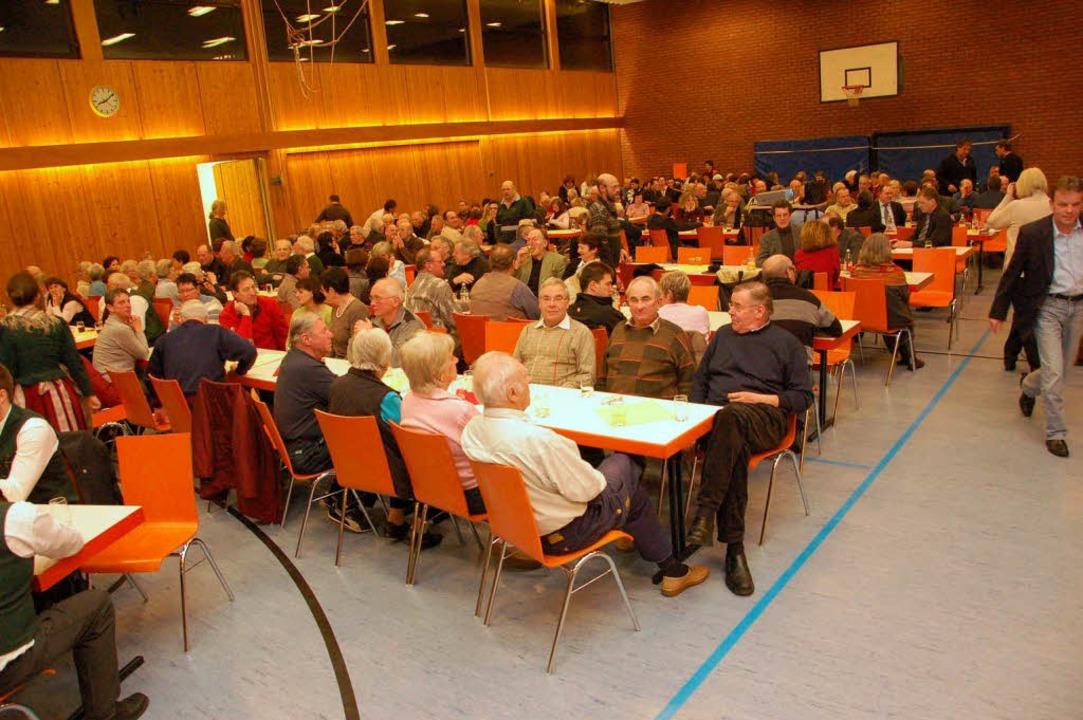 Viele Bürger waren zur Bürgerversammlung in die Batzenberghalle gekommen.     Foto: Tanja Bury