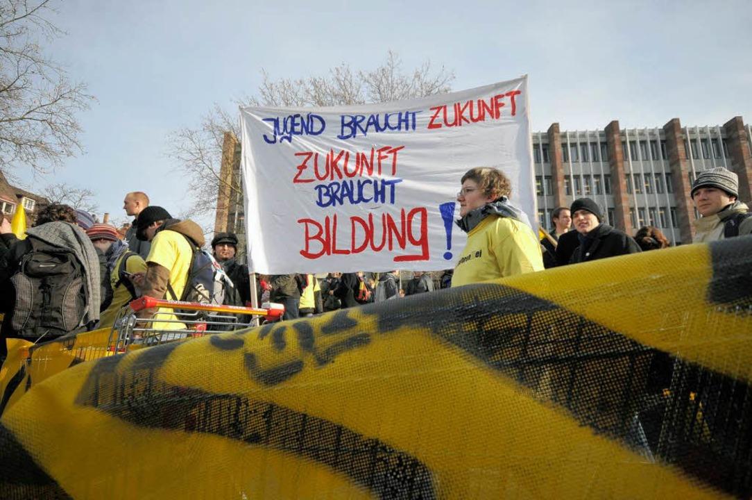 Anfangs friedlich, später von Autonome... Demo gegen Studiengebühren am Montag.  | Foto: Ingo Schneider