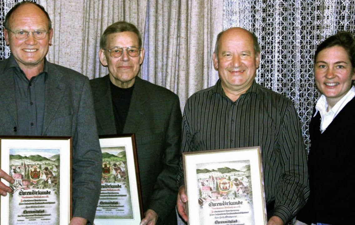 Ehrenmitglieder beim  Musikverein:    ...n der Vorsitzenden  Krey (von links).   | Foto: Bronner