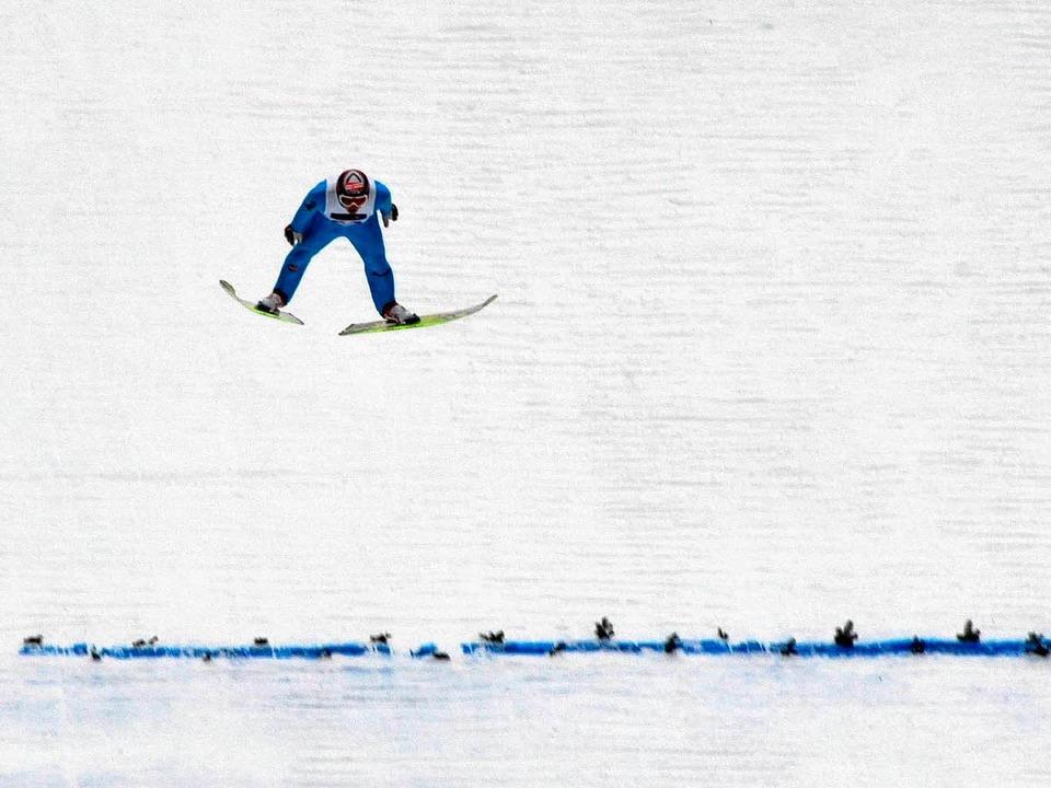 Im Anflug aufs Podest: Pascal Bodmer v...,5 und 137,5 Meter weit auf Rang drei.  | Foto: Patrick Seeger