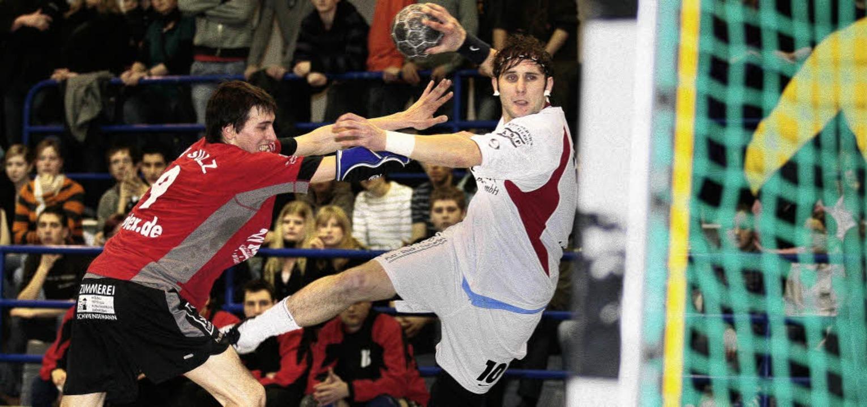 Handball 2009TV Sulz vs. HTC Meissenhe... #10) re. und Jasper Roll (TV Sulz #9)  | Foto: Peter Goermer