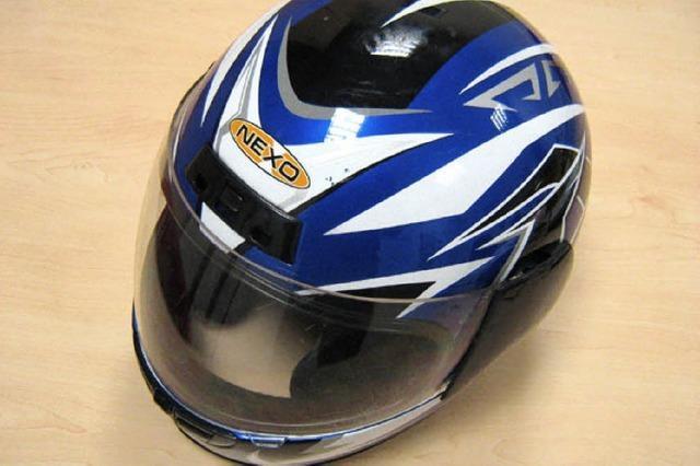 Vielleicht gehört der Helm den Rollerdieben