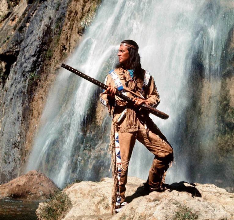 Pierre Brice feiert geburtstag. Als Winnetou wurde er weltberühmt.  | Foto: dpa