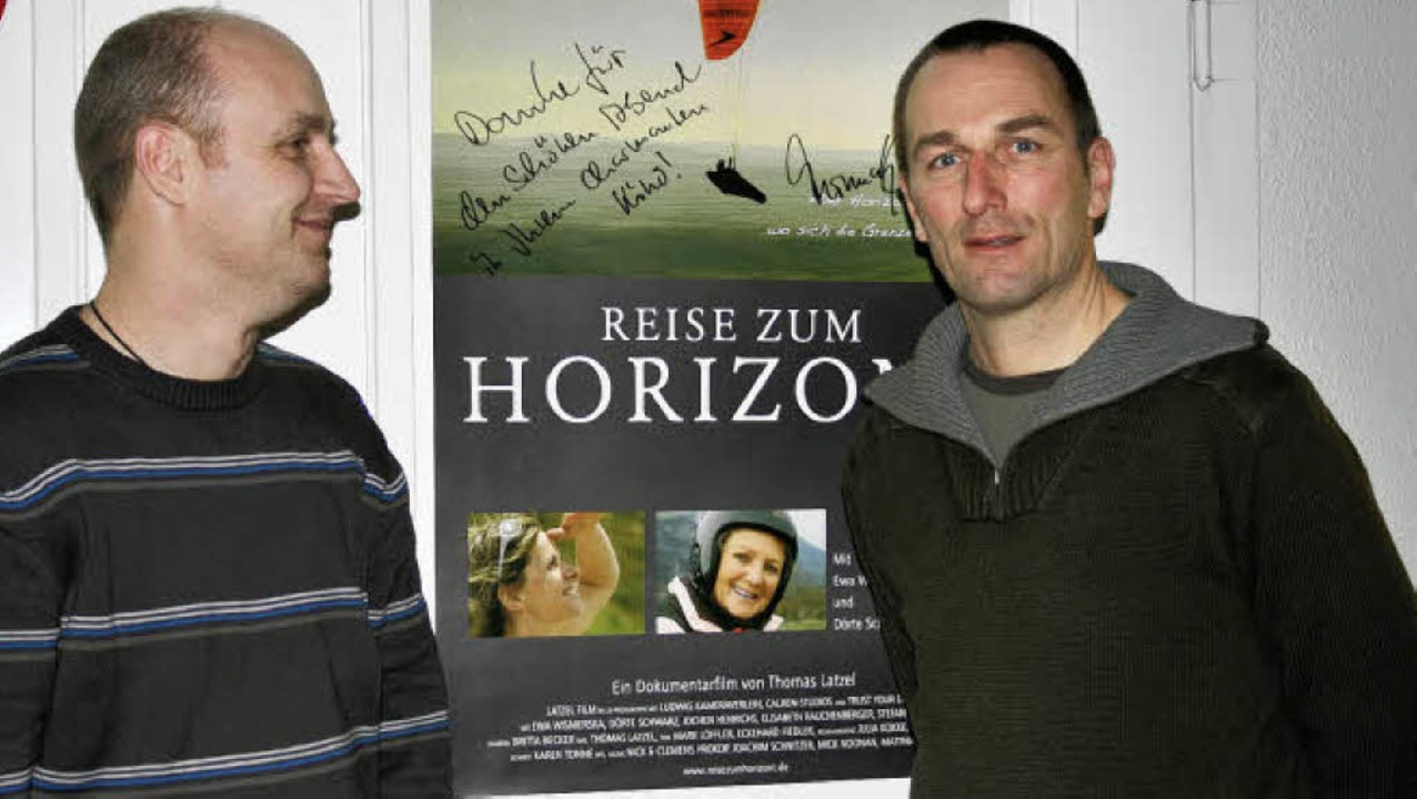 Atemberaubende Bilder vom Gleitschirmf...ßendem Filmgespräch mit dem Regisseur.  | Foto: Martina Faller