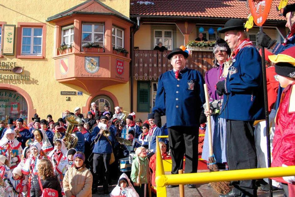 Löffingens Bürgermeister Norbert Brugger muss die Macht an die Narren abgeben. (Foto: Martin Wunderle)