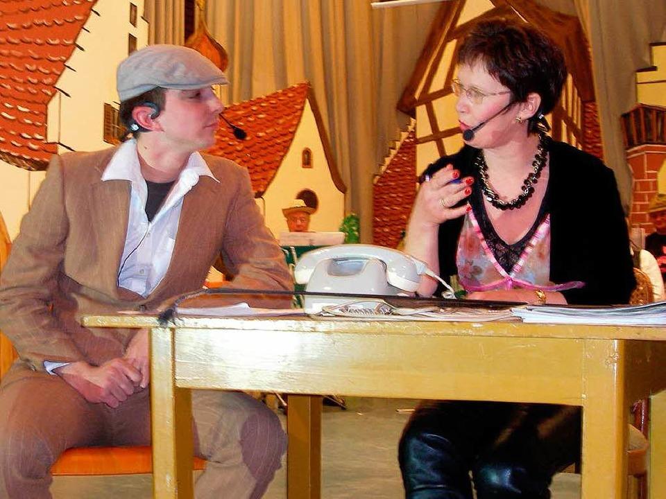 Doris Sori und Benni Matthiss in der Reitschule.  | Foto: Barbara Schmidt