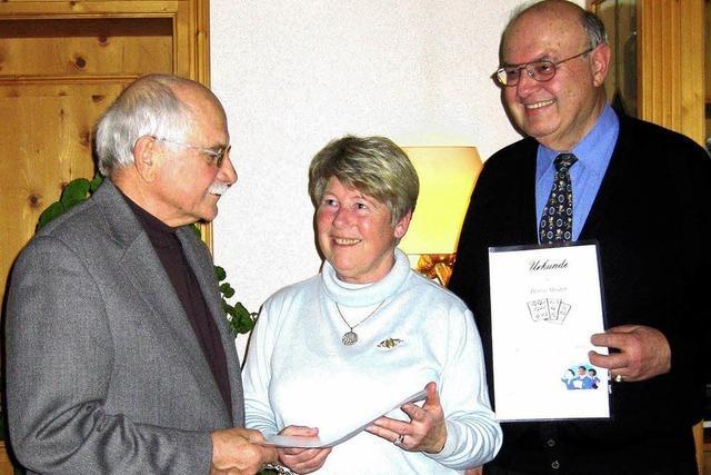 Das Ehepaar Elke und Horst Moder wurde vom Kirchenchor geehrt