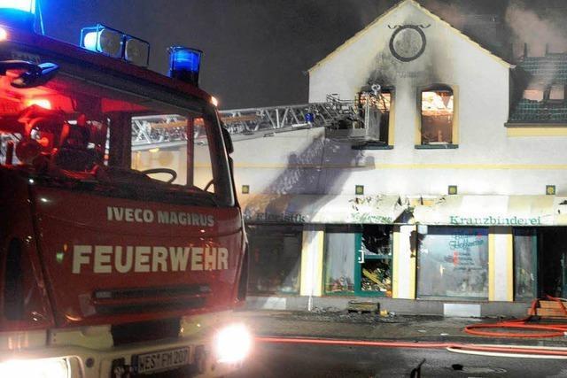 Eine Mutter und ihre drei kleinen Kinder sterben bei Brand