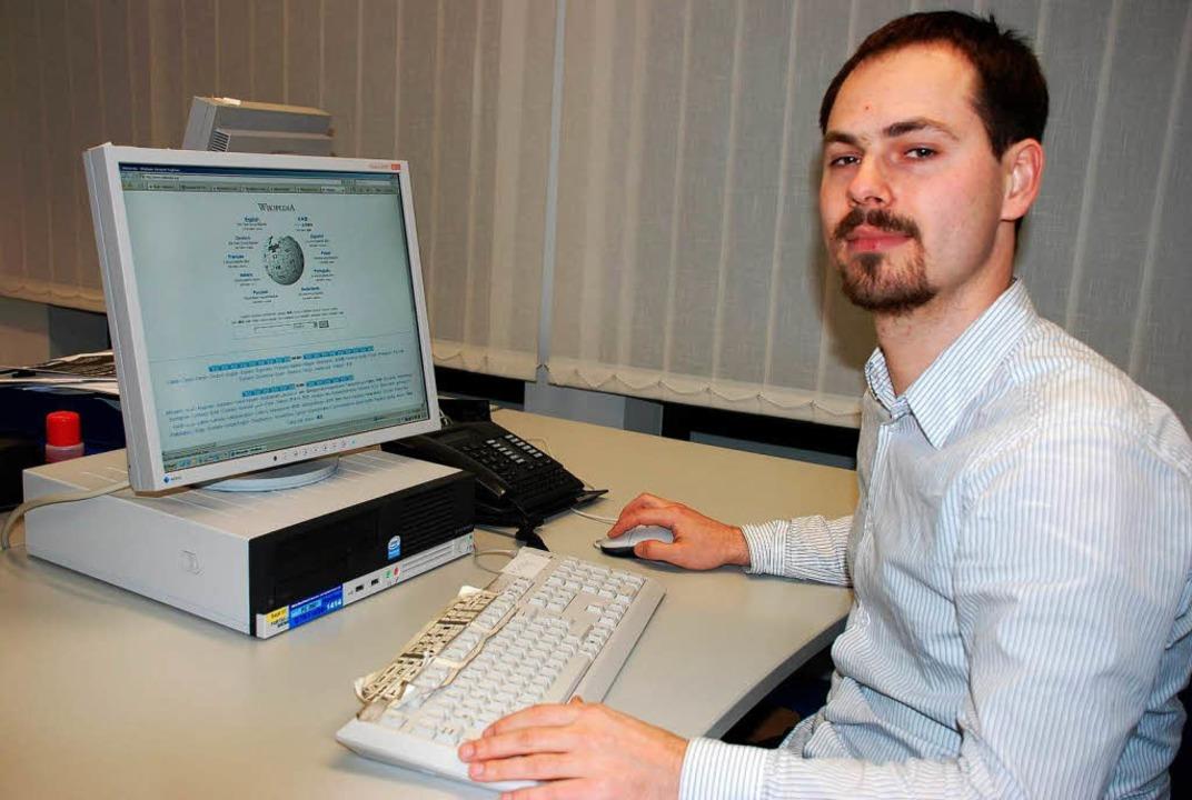 Manuel Schneider von der Lörracher Wikipedia-Gruppe  | Foto: Maja Tolsdorf