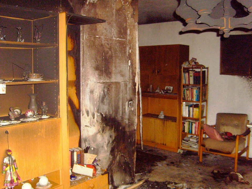 Rauch, Ruß und Flammen machen die Wohnung zum Totalschaden.    Foto: Privat