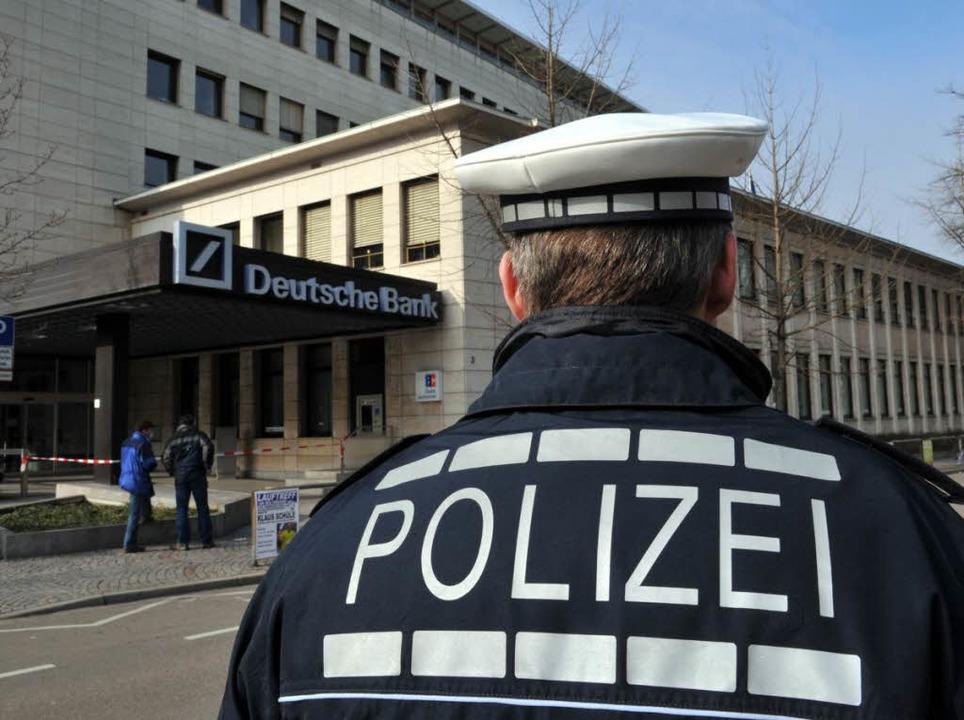 Bombendrohung auf die Deutsche Bank in Freiburg am Freitag (27.02.2009).  | Foto: Patrick Seeger