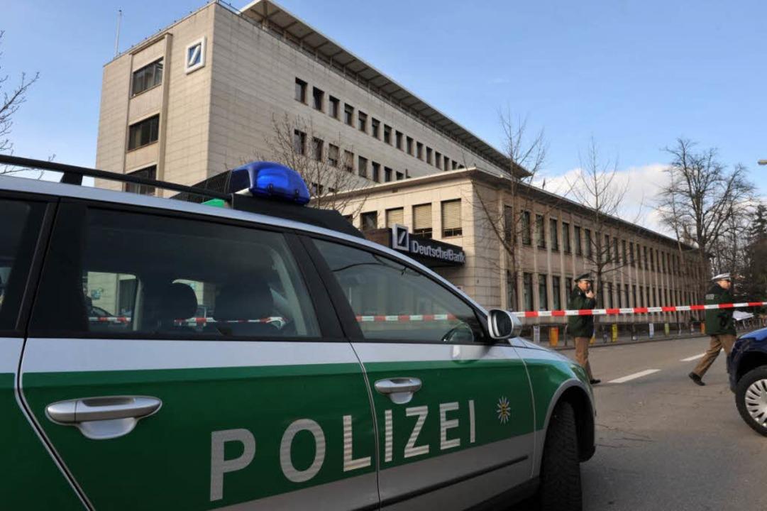 Bombendrohung auf die Deutsche Bank in Freiburg am Freitag .  | Foto: Patrick Seeger