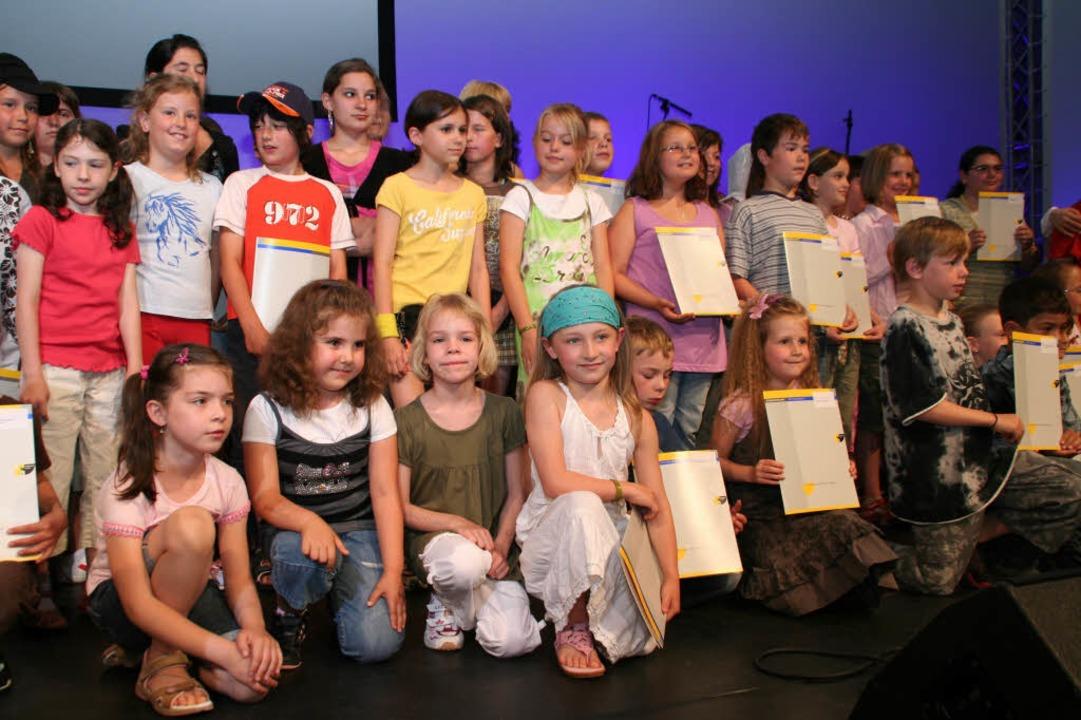 Ein Teil der Kinder aus der Ortenau, d... im Europa-Park ausgezeichnet wurden.   | Foto: Erika Sieberts