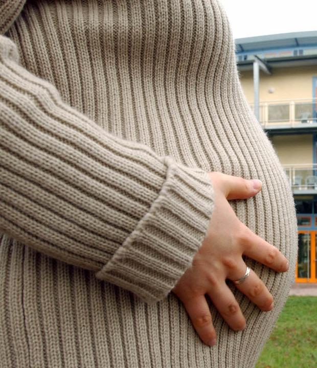 Eine Schwangerschaft verursacht oft sc...diesen für Betroffene mitunter noch.      Foto: Dpa