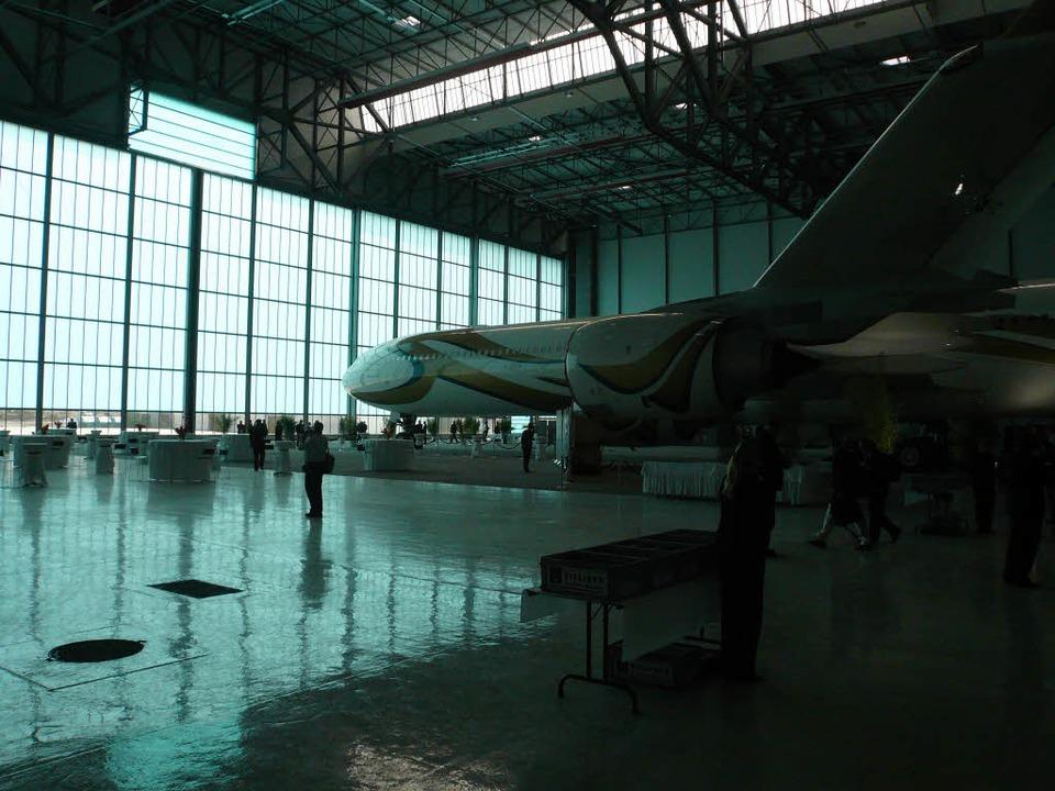 Im neuen Hangar der Jet Aviation wird ...umgebaut. Auslieferung: Sommer 2009.    | Foto: Klaus Rütschlin