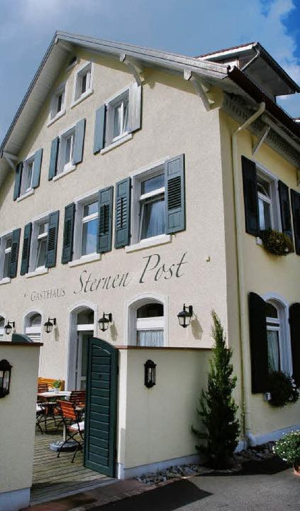 "Blickfang in der Ortsmitte: Die ""Sternen Post"" in Oberried  | Foto: pam"
