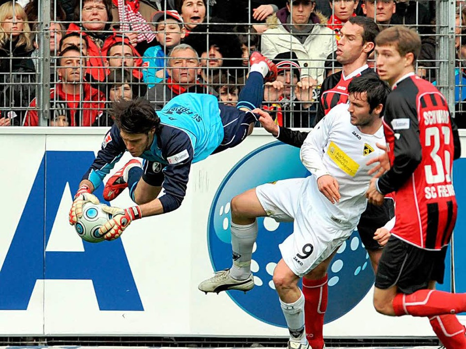 Packende Szenen im Badenova-Stadion.  | Foto: dpa