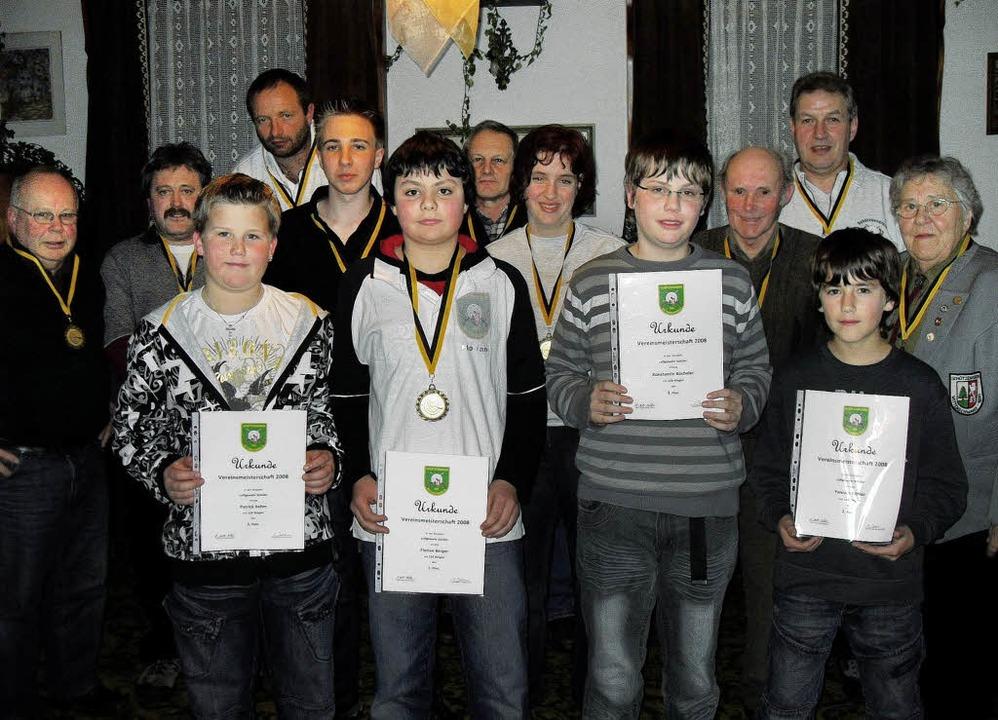 Von der Schüler- bis zur Seniorenklass...ersten gab es Medaillen und Urkunden.   | Foto: Siegfried Krex