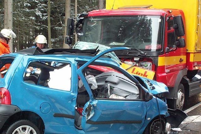 B 31: Schwerer Unfall bei Rötenbach, Autofahrerin in Lebensgefahr
