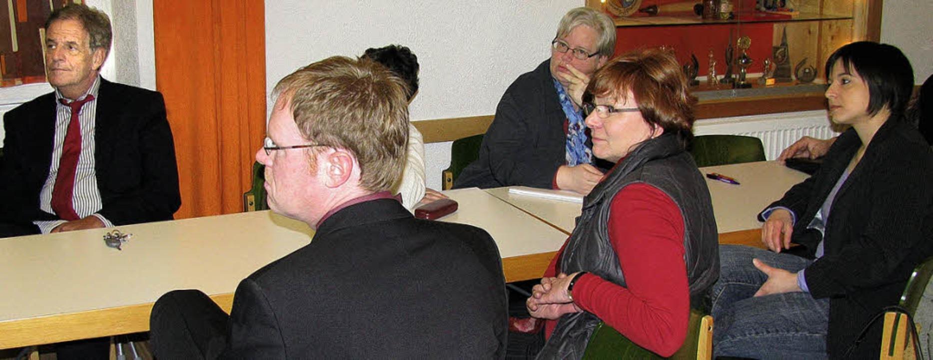 SPD-Bundestagskandidatin Jana Zirra, E...s Hägelberger  Projekt Bürgerheizung.   | Foto: Erika Dietrich