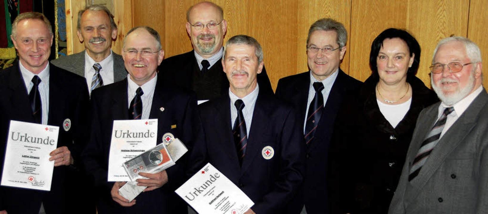 Für ihre langjährige Aktivität ehrte D...orsitzende  Manfred Maurer (rechts).      Foto: SEBASTIAN EHRET