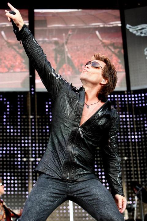 Hier noch ohne deutsches Trikot: Jon Bon Jovi   | Foto: dpa