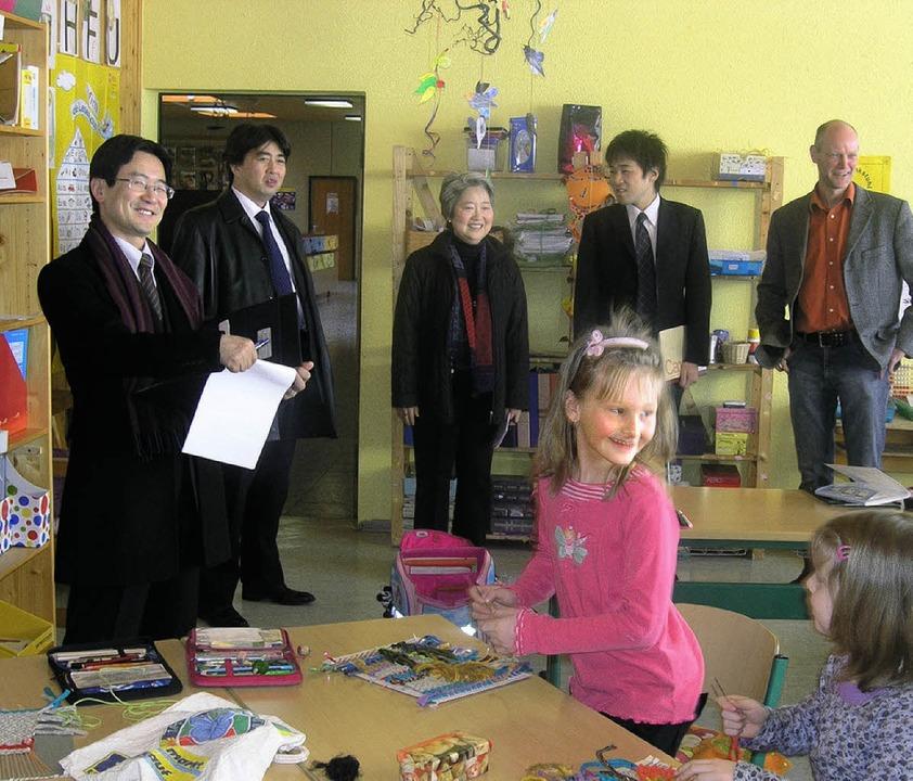 Einen Blick in Schule und Kindergarten... bei ihrem Besuch in Gersbach werfen.   | Foto: Rolf Strohm