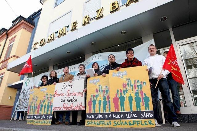 Ina-Betriebsräte vor der Commerzbank