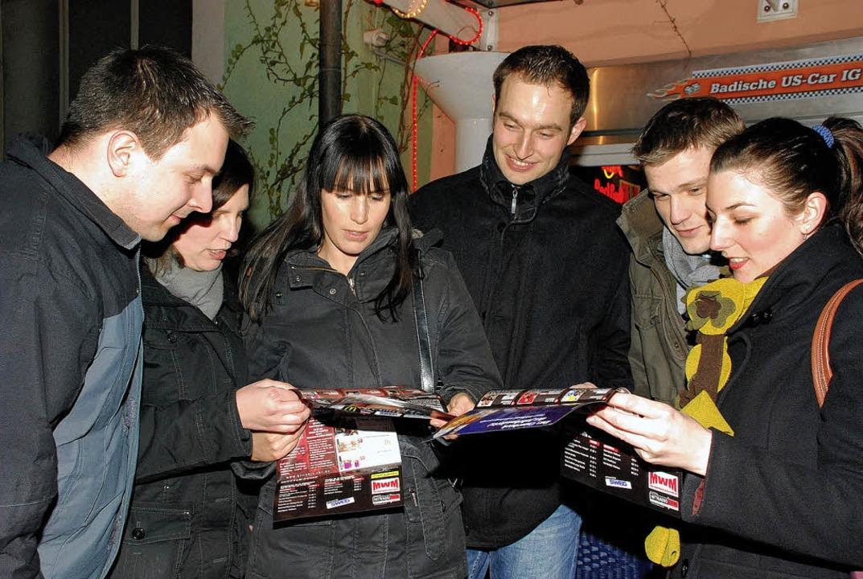 Nur nicht die Orientierung verlieren: Nachtschwärmer feiern nach Plan.   | Foto: G. Siefke