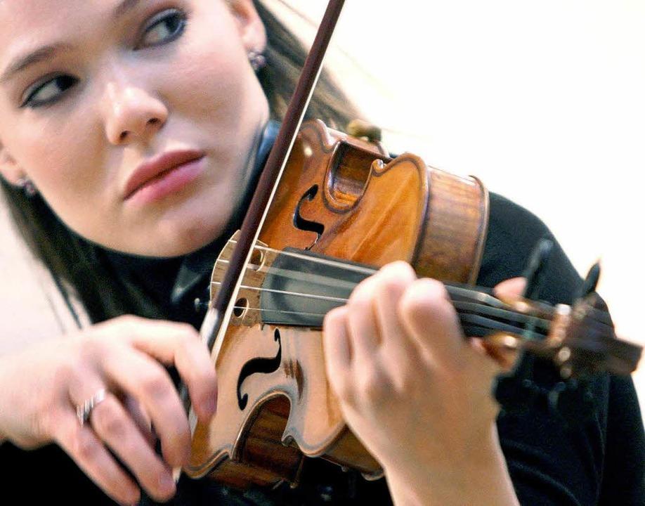 Die Violinistin Tamsin Waley-Cohen: Ih...ge können auch die Gesundheit fördern.  | Foto: dpa