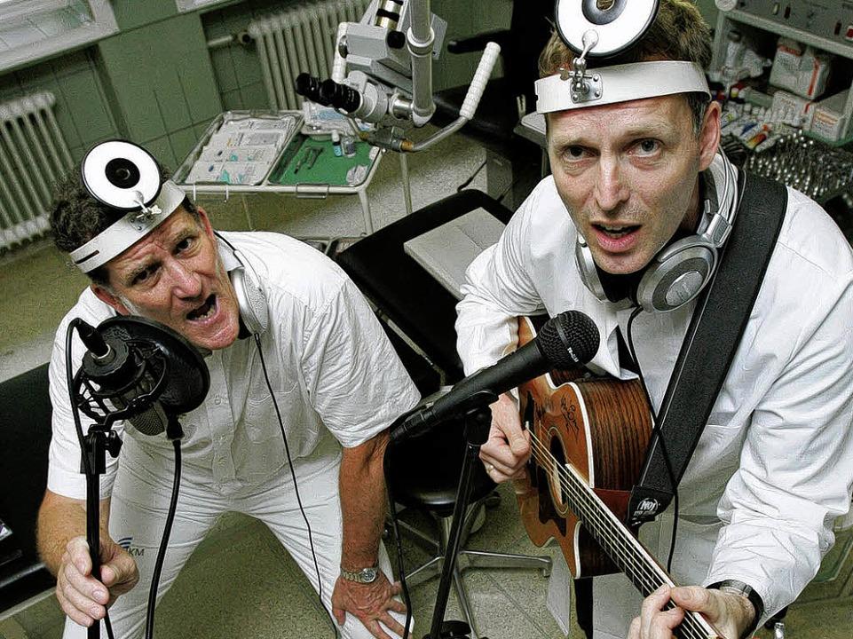 Haben das Musikmachen gleich selbst üb... singenden HNO- Ärzte Wolf und Hermann  | Foto: usage worldwide, Verwendung weltweit
