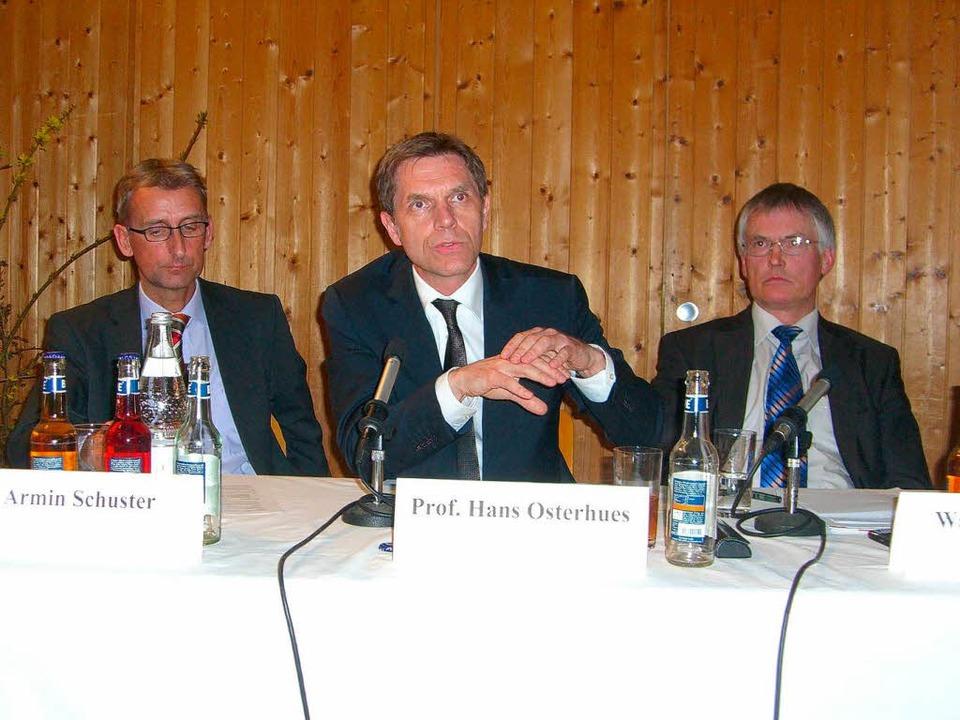 Auf dem Podium in der Kaltenbach-Stift... Landrat Walter Schneider (von links).  | Foto: Claudia Gabler