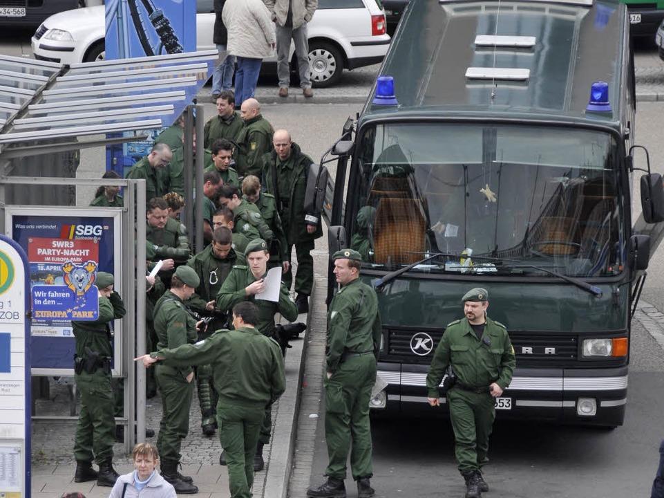 Die Polizei zeigt Präsenz am Freiburger Hauptbahnhof.    Foto: Ingo Schneider