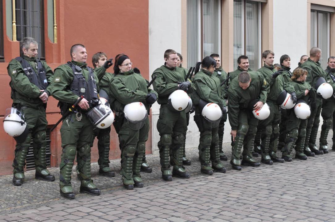 Massive Polizeipräsenz in der Freiburger Innenstadt.  | Foto: Ingo Schneider