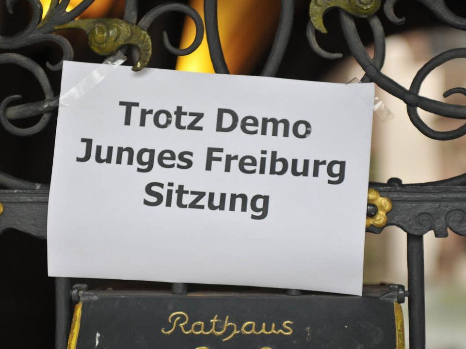 Die Liste Junges Freiburg tagt trotz Demo.  | Foto: Ingo Schneider