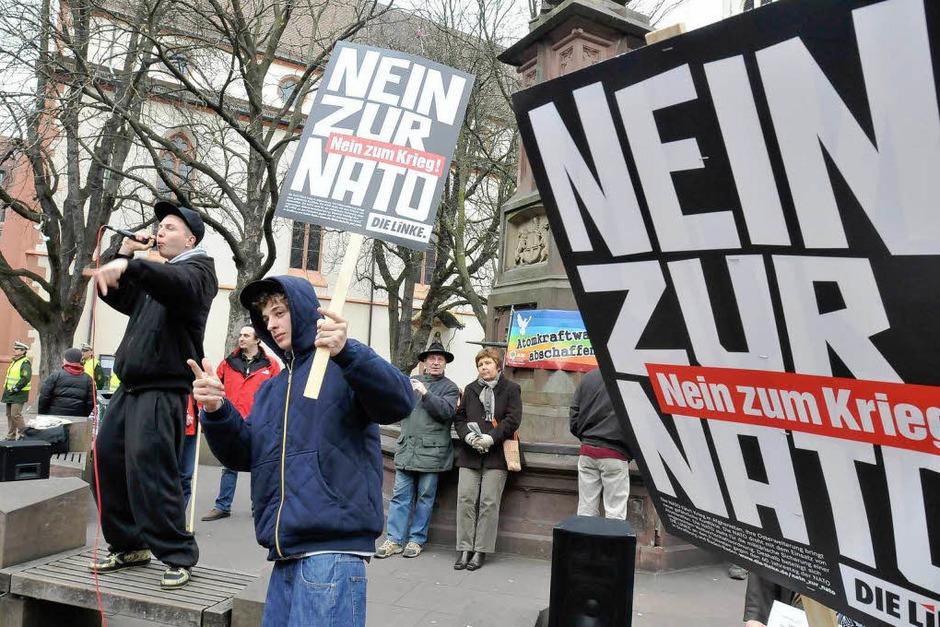 In der Freiburger Innenstadt haben Nato-Gegner im Vorfeld des Gipfels demonstriert. (Foto: Ingo Schneider)