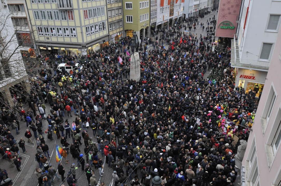 Die Freiburger Innenstadt: Die Polizei geht von 1000 bis 1500 Teilnehmern aus.  | Foto: Ingo Schneider