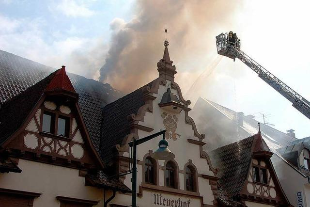 Dachstuhl des Meyerhofs stand in Flammen